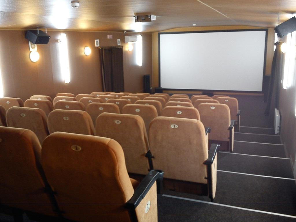 Відкриваємо кінотеатр приміщення