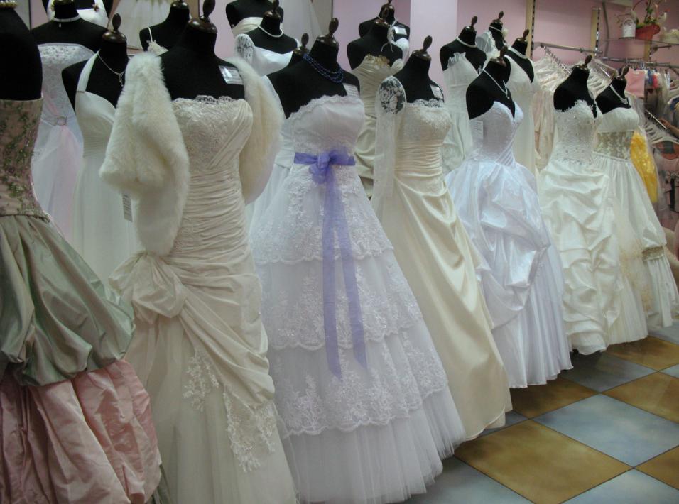 як організувати прокат весільних суконь