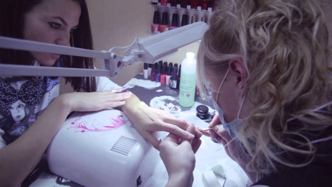як організувати бізнес з нарощування нігтів на дому