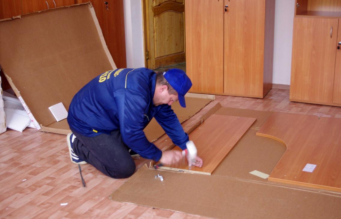 як організувати бізнес з відкриття служби збірки корпусних меблів