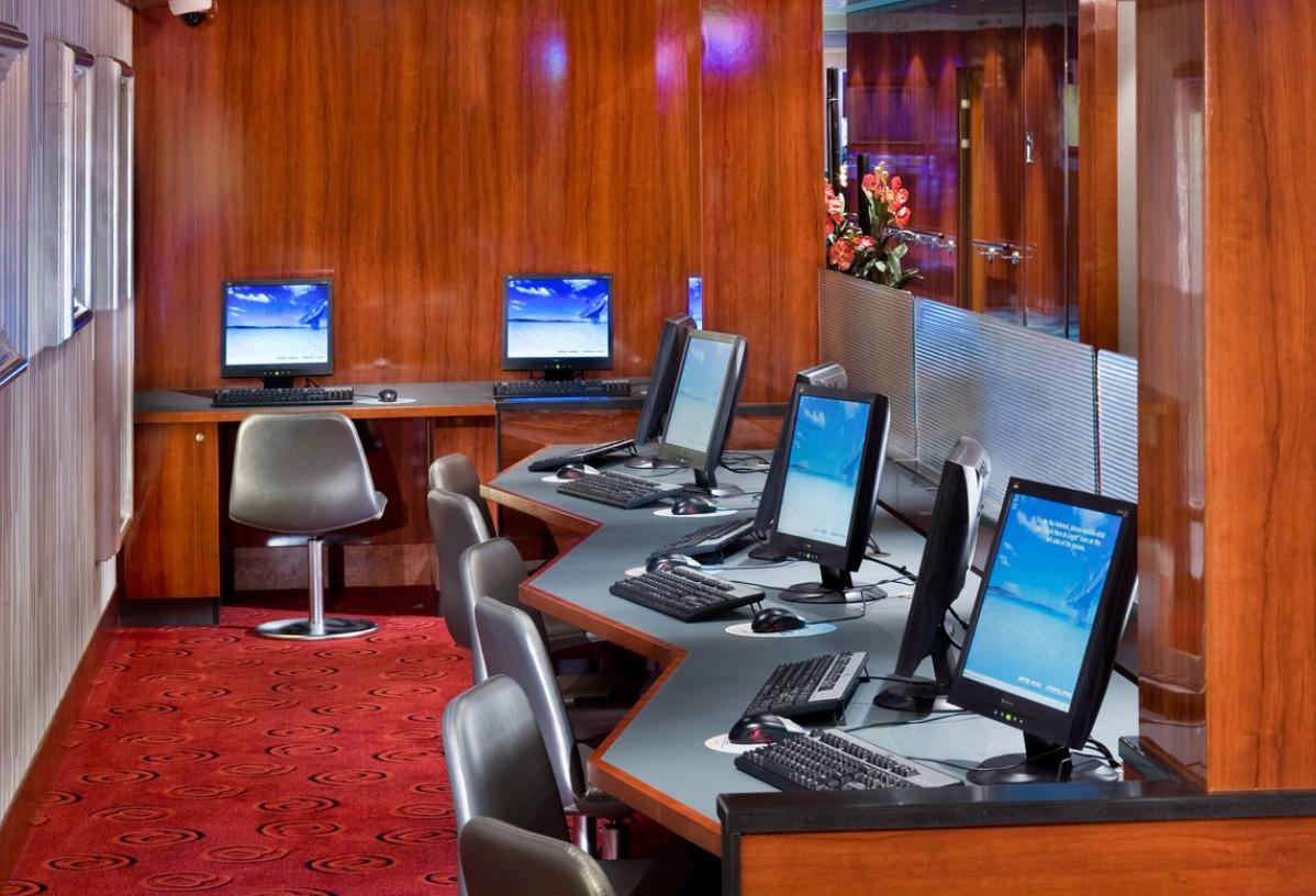 biznes-ideya-otkrytiya-internet-kafe