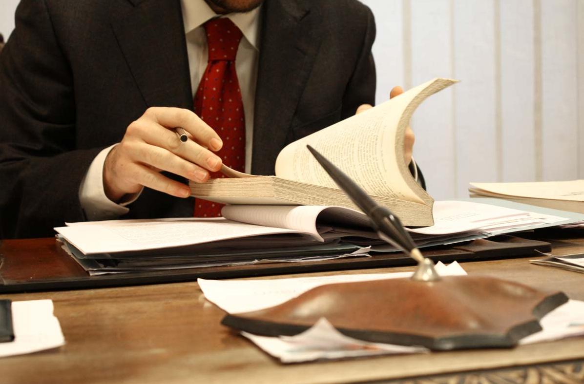 Оказание адвокатских услуг в России