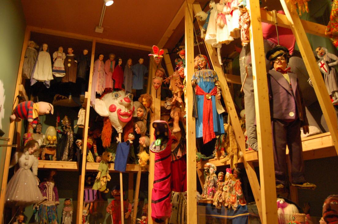 Как организовать бизнес на открытии кукольного театра