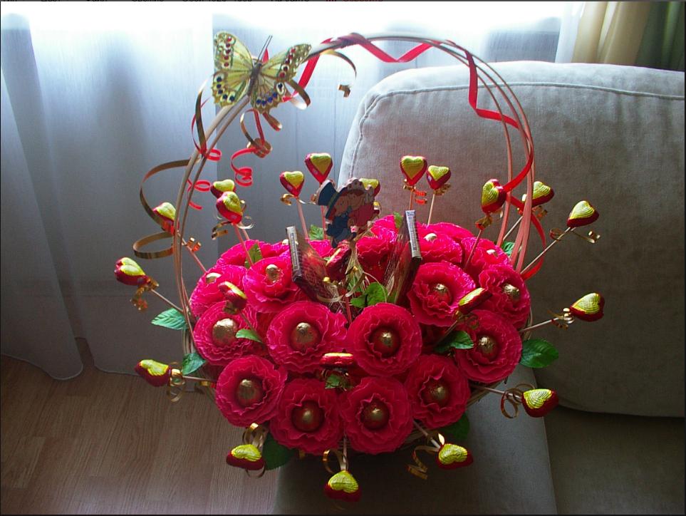 Оформление и композиции букетов из конфет, заказ для