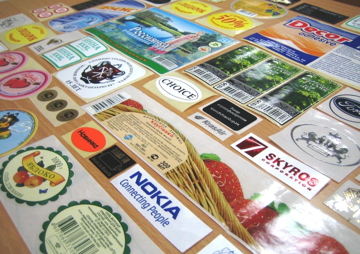 Как организовать бизнес на изготовлении рекламных наклеек
