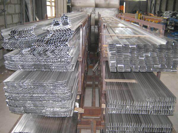 Бизнес на изготовлении алюминиевого профиля с доходом 8 тысяч евро в месяц
