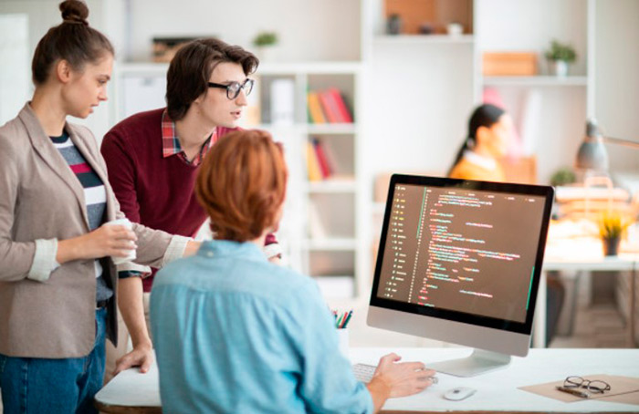 Сколько зарабатывает программист в %am_current_year%?